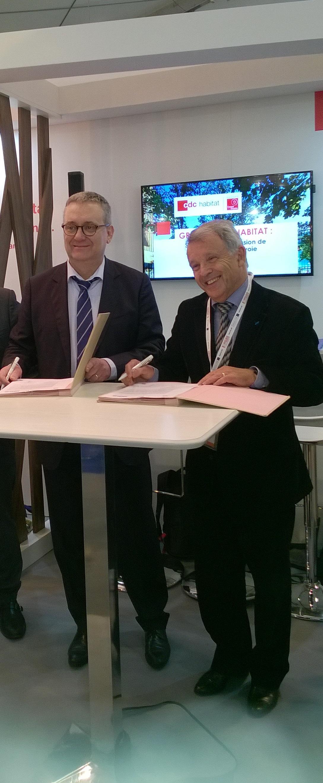 Thierry Berthier, Président du directoire de Grand Paris Habitat à gauche et Daniel Courtès, Président de l'OPH de Courbevoie à droite.